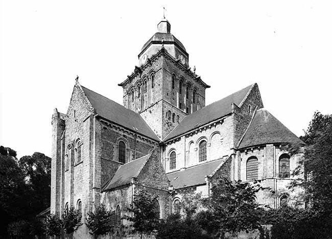L'abbaye de Lessay en 1944 avant sa destruction pendant la seconde guerre mondiale