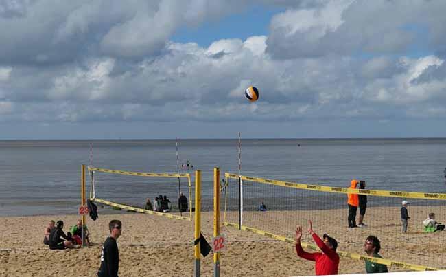 Des terrains de beach volley sur la plage de Saint-Germain-sur-Ay