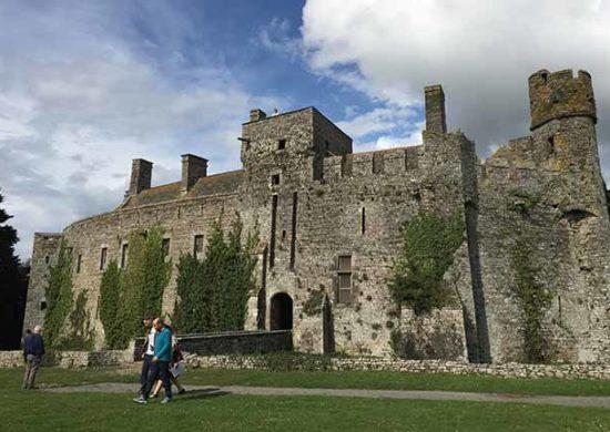 Visiteurs aux Château fort de Pirou