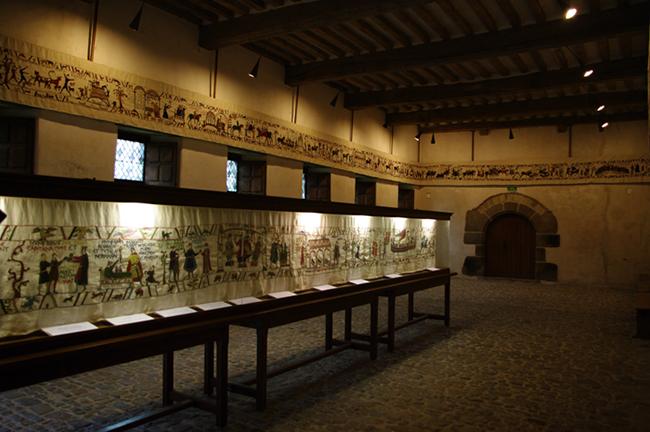 Tapisserie sur l'histoire du Château de Pirou