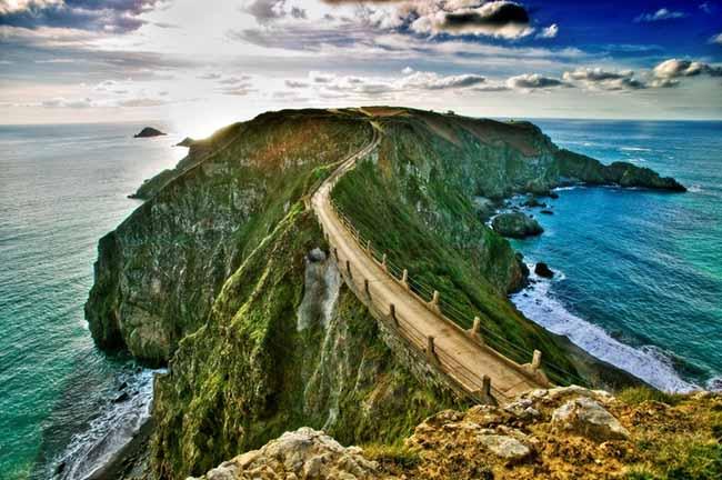 La coupée, célèbre chemin sur l'île Sercq