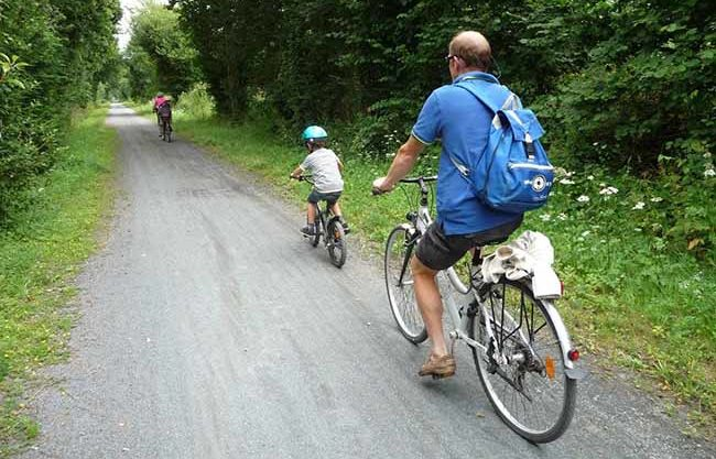 Un des activités : balade en vélo sur la voie verte à Périers
