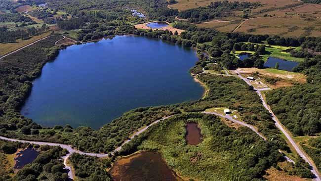 Vue aérienne du lac des Bruyères à Millières (étangs)