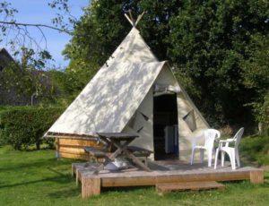 2014-St-Symphorien-le-Valois-tente-tipi