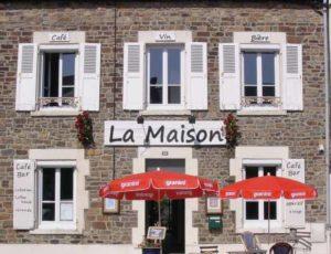 La-Haye-du-Puits-CH-NGuyen-Marie-facade-ete