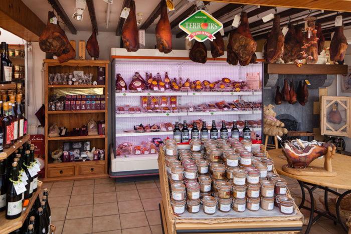Lessay-Les-Jambons-de-Lessay-magasin-jambon-de-lessay2