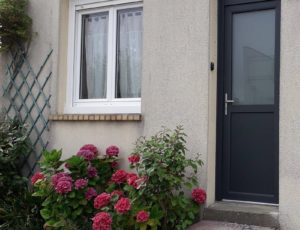 abricotier-gite-pirou-gillard-facade-2